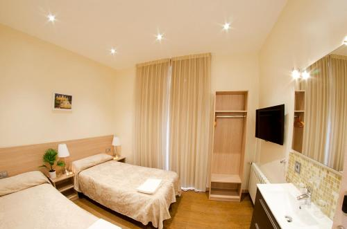 Hostal Excellence photo 47