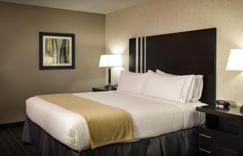 Holiday Inn Express and Suites Madison Central, an IHG hotel - Hotel - Madison