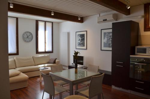 Cool Apartments Venice room photos