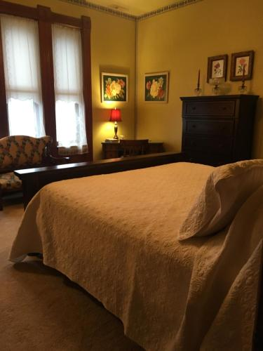 The Grand Kerr House - Accommodation - Grand Rapids