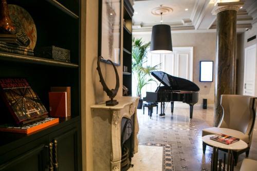 Bankalar Caddesi No:5 Karakoy Beyoglu Beyoglu Vd 177 035 9519, Istanbul, 34421, Turkey.