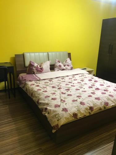 Cozy Park Studio in city center, Campina - Apartment