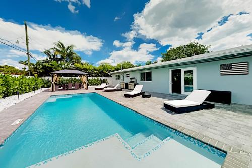 All-New Oasis - Private Pool & Outdoor Kitchen home - image 3