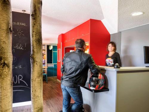 . hotelF1 Amiens Est