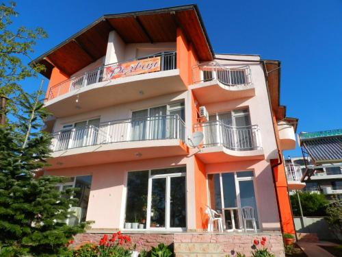 House Rezvaya with rooms for rent