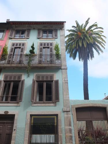 Rua de Miguel Bombarda 382, 4050-378 Porto, Portugal.