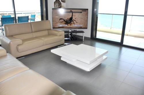 . Appartement de 4 chambres a Canet en Roussillon avec magnifique vue sur la mer terrasse amenagee et WiFi a 100 m de la plage