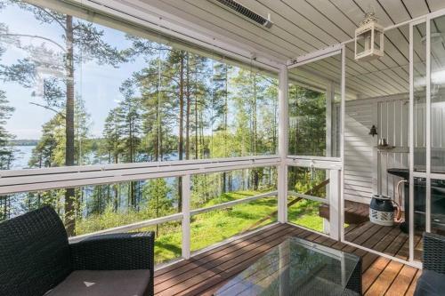 Lakeside cottage Rantalinna