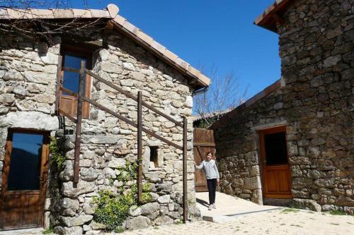 Grand gîte d'étape de Laboule en pierre Cévennes Ardèche du sud 22 lits Nature, rando et rivière sauvage - Location saisonnière - Laboule