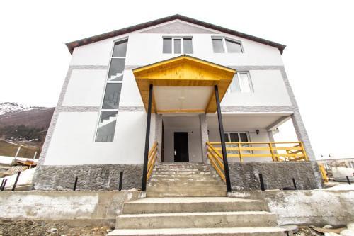Katos Guesthouse Mestia - Accommodation