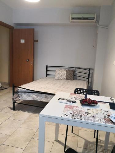 House in the center of the Piraeus next to port!!, Pension in Piräus