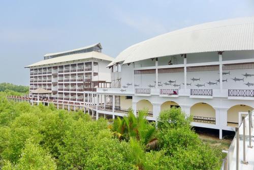 . Pearl Laguna Resort