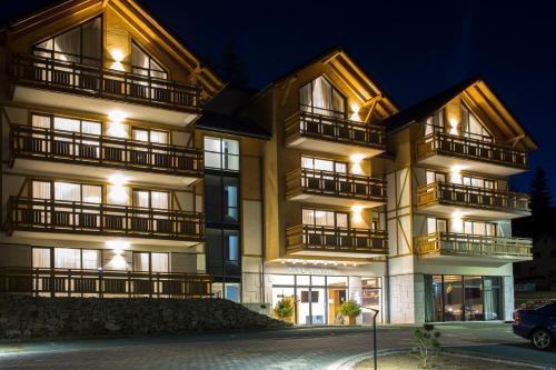 . Five Seasons One Aparthotel