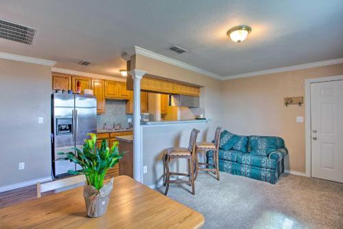 Unique Remodeled Ranch Apartment in Sanger! - Sanger