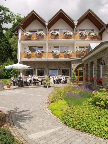 __{offers.Best_flights}__ Landhaus Schend