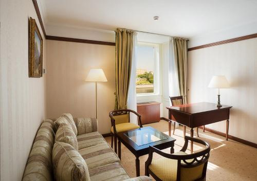 Radisson Slavyanskaya Hotel & Business Center - image 14