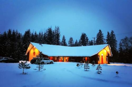 Journeyaposs Perch Guesthouse 2 Bedroom - Chalet - Revelstoke