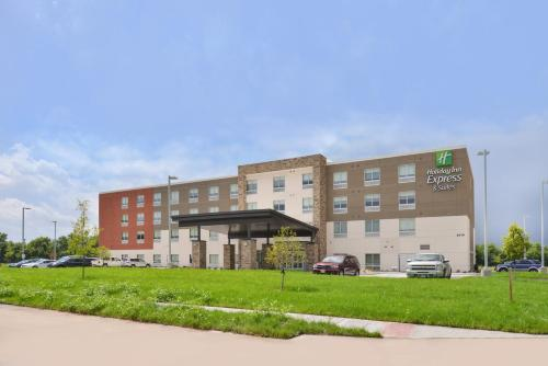 . Holiday Inn Express & Suites Omaha Airport, an IHG hotel