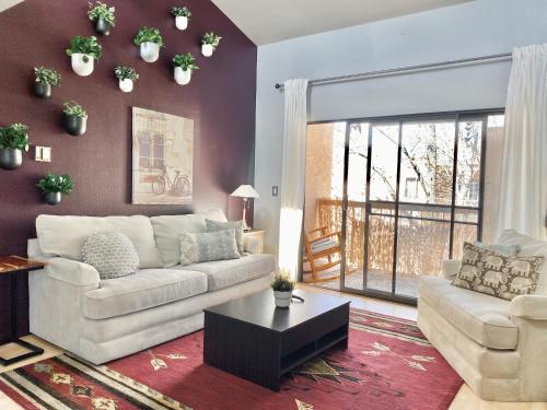 2 Bedroom Condo Near Downtown Reno - Apartment