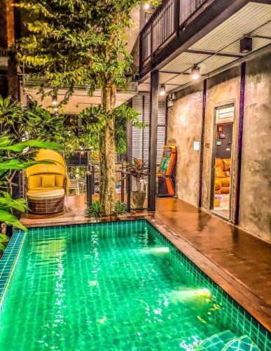 Exclusive access to the whole garden. Bangkok
