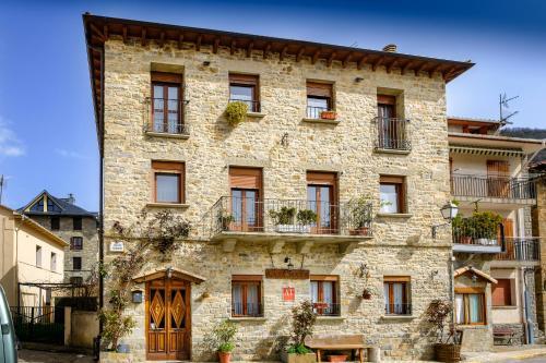 Casa Maza Apartamentos - Apartment - Biescas