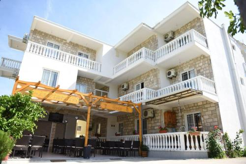 . Apartments Cota Guesthouse