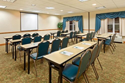 Country Inn & Suites By Radisson York Pa - York, PA 17402