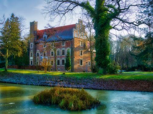 . Zamek na wodzie w Wojnowicach