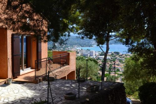 House with 3 bedrooms in La Ciotat with wonderful sea view and enclosed garden - Location saisonnière - La Ciotat