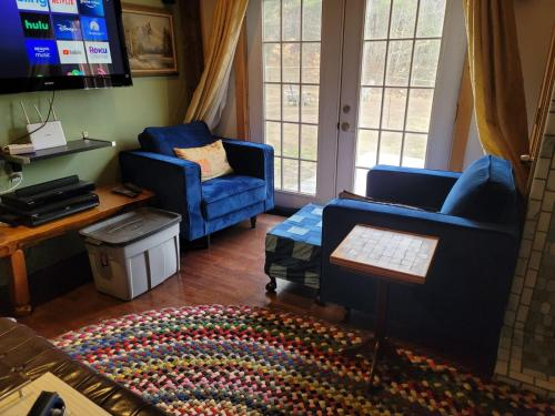 Cozy House on 9 acres with a Pond - Bethel