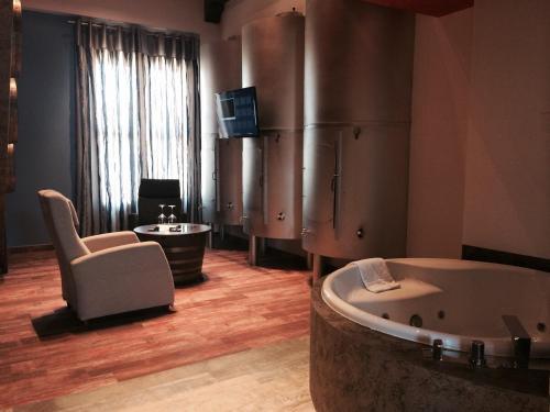 Superior Suite - single occupancy Hotel el Lagar de Isilla 12