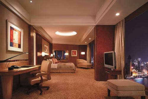 Horizon Grand Bund King Room