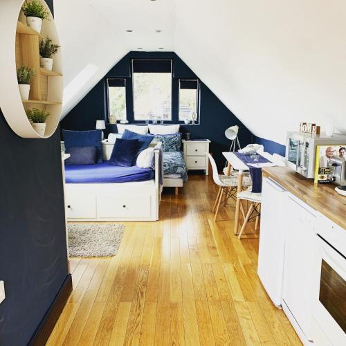 Tollgate Lodge - Private Studio Apartment