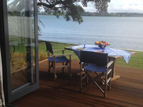 Absolute Waterfront Serenity Near Auckland - Apartment - Clarks Beach