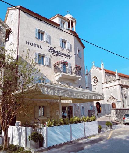. Benjamin Hotel