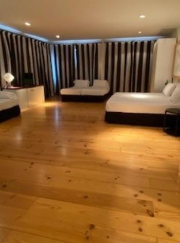 Standard Quadruple Room Hotel Trias 4