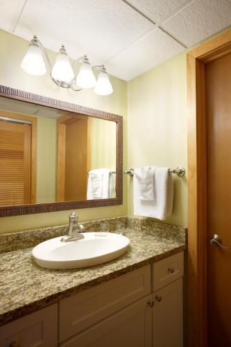 Port Royal Oceanfront Hotel - Wildwood Crest, NJ 08260