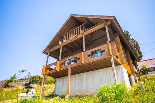 Awaji Seaside Log house in Goshiki