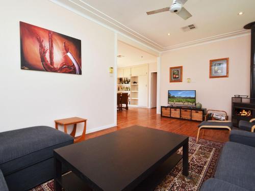 . Glandore Estate Vineyard Homestead onsite cellar door + walk to restaurants incl EXP