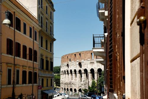 . Colosseo Apartments and Rooms - Rome City Centre