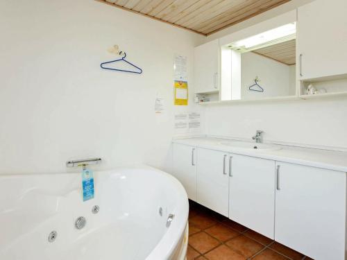Four-Bedroom Holiday home in Bindslev 1, Pension in Bindslev