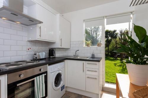 Fantastic 2BD Garden Flat in South London! - image 3
