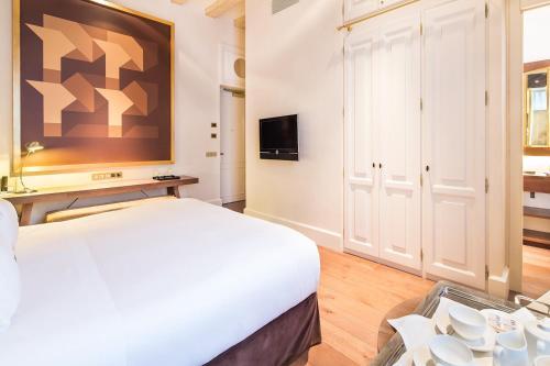 Habitación Deluxe con cama extragrande Sonder l DO Plaça Reial 2