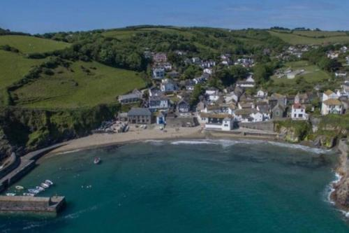 Top Deck - Ancient Fishing Village - Recent Refurb - Available, Gorran Haven, Cornwall