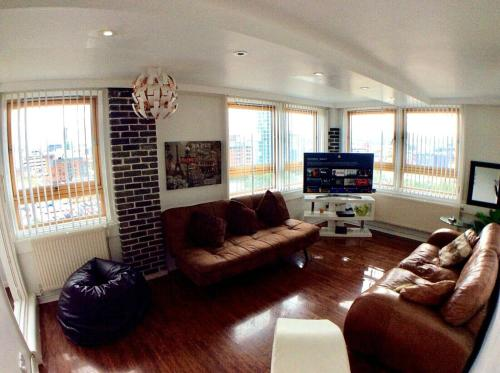Igloo TowerView City Apartment with Free Parking