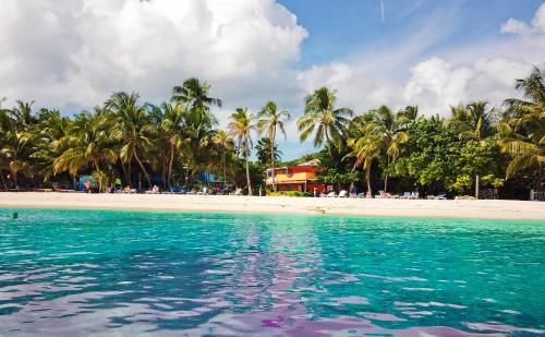 . Hotel Cocoplum Beach