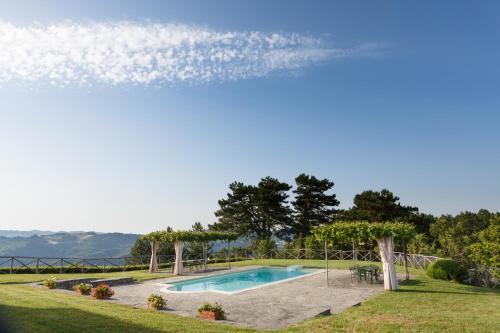 . Faenza Apartment Sleeps 8 Pool WiFi