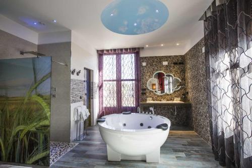 Suite Hotel SPA Bodega El Lagar de Isilla 11