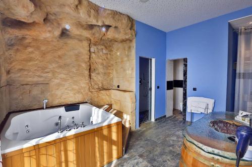 Suite Hotel SPA Bodega El Lagar de Isilla 6