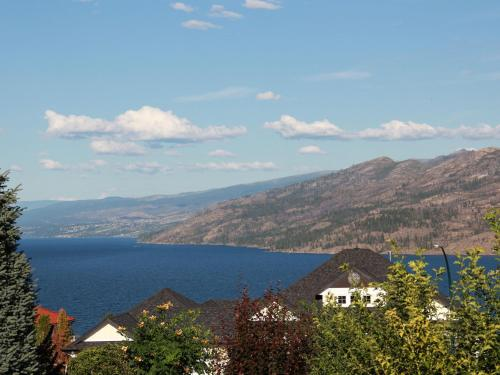 Peachland Lakeview Vacation Suite